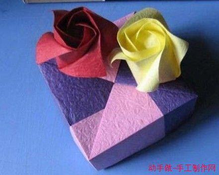 手工折纸玫瑰花第一步
